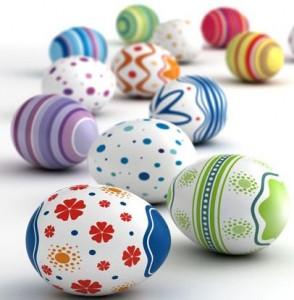 Zdjęcie z Centrum Edukacji Ustawicznej UO. Przedstawia kolorowe zdobione jajka wielkanocne