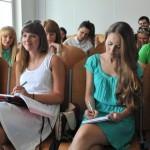 Zdjęcie z Centrum Edukacji Ustawicznej UO. Studenci na wykładzie.