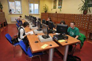 Zdjęcie nagłówkowe otwierające podstronę: Biblioteka UO zachęca do korzystania ze źródeł elektronicznych